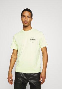 Levi's® - FIT TEE - Camiseta estampada - neon yellow