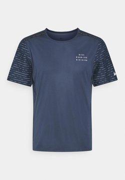 Nike Performance - RUN RISE - T-Shirt print - thunder blue/silver
