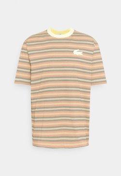 Lacoste LIVE - UNISEX - T-Shirt print - briquette/multicolour