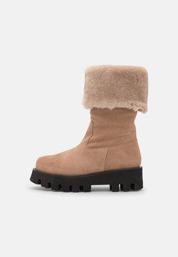 Paloma Barceló - LUCA - Platform boots - nocciola/arena/mouton