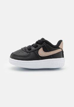 Nike Sportswear - FORCE 1 CRIB - Krabbelschuh - black/metallic red bronze/metallic gold