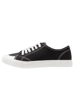 Cotton On - LACCA RETRO SKATE SHOE - Sneaker low - black/white