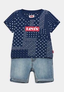 Levi's® - LVB SS DENIM SHORT SET - T-shirt con stampa - estate blue