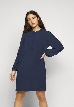 Vero Moda Curve - VMSAGA PLEAT SHORT DRESS  - Freizeitkleid - navy blazer