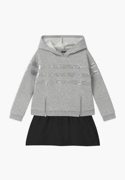 IKKS - SEQUINSTRIPE HOOD - Vestido informal - gris