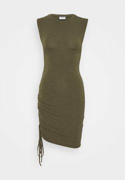 Noisy May Petite - NMMULTO SHORT DRESS - Vestido ligero - kalamata