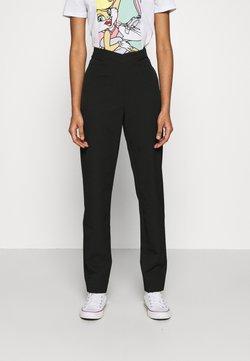 NA-KD - MATHILDE GØHLER V SHAPED WAIST STRAIGHT PANTS - Pantalon classique - black