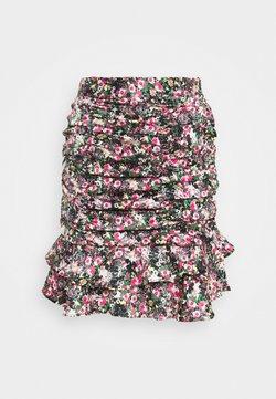 Vero Moda Tall - VMJULIANNA SHORT SKIRT - Pencil skirt - black/yellow anneline