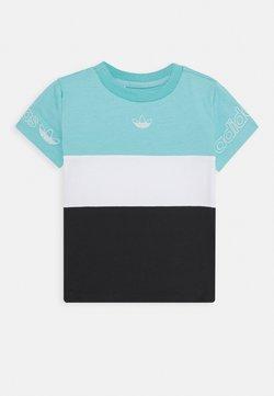 adidas Originals - PANEL TEE - Camiseta estampada - turquoise