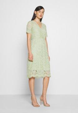 Vero Moda - VMSOFIE CALF  DRESS - Cocktailklänning - laurel green