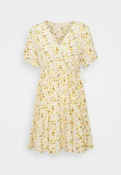 Pieces Petite - PCSUNNY WRAP DRESS - Korte jurk - popcorn