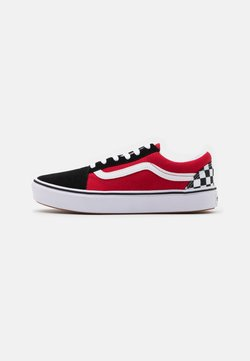 Vans - COMFYCUSH OLD SKOOL - Sneaker low - black/red