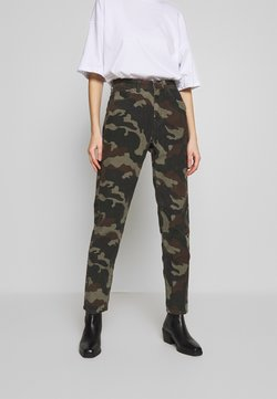 American Eagle - PRINTED CORD MOM JEAN - Trousers - camo green