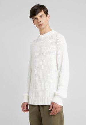 Filippa K M. Lycra Polo T-Shirt - Poloskjorter WHITE - Herreklær Spesialtilbud
