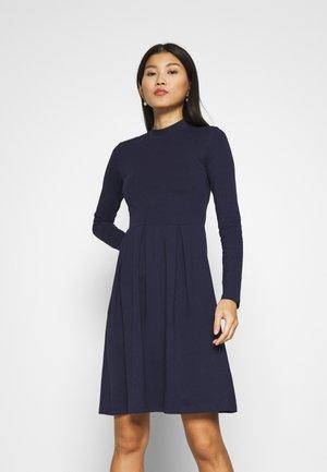 Robes Bleu Marine Large Choix En Ligne