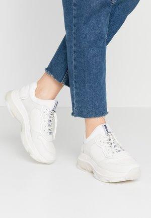 Bronx Witte sneakers online | Zalando