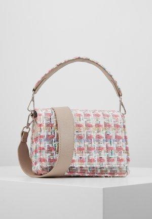 Becksöndergaard Rosa väskor online | Zalando