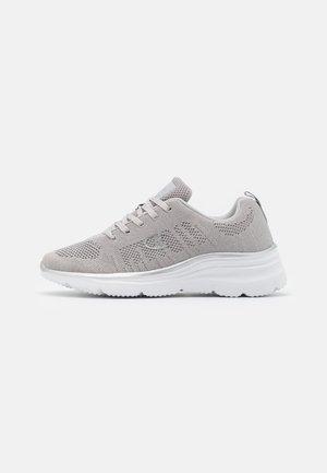 mizuno shoes size 39 female zalando