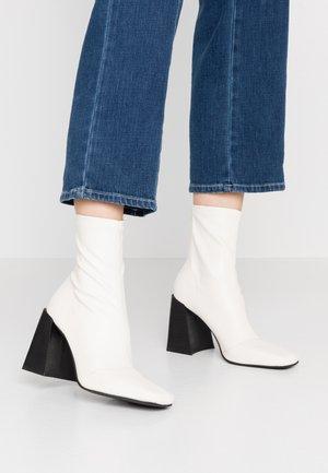 Topshop Boots online på Zalando – Köp skor för dam & herr på
