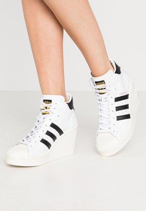 adidas Damen Superstar Rize Low top, Weiß Blanc (FTWR White