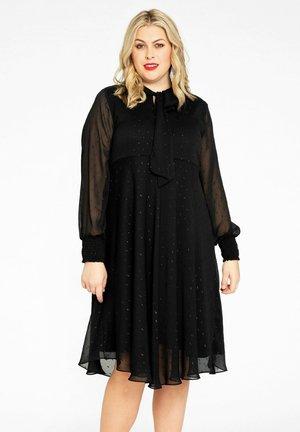 Für dicke kleine frauen abendkleider Petite Kleider