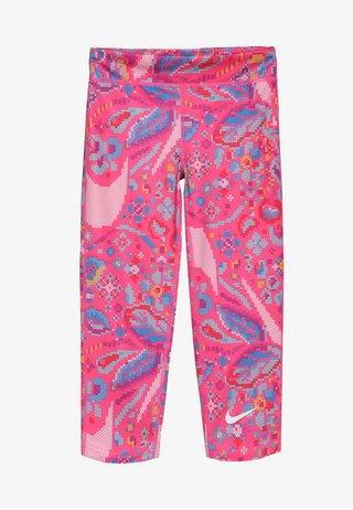 ALL IN CAPRI FEMME - Rybaczki sportowe - hyper pink/white