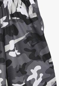 Nike Performance - DRY CAMO SHORT - Sports shorts - white/gunsmoke/thunder grey - 4