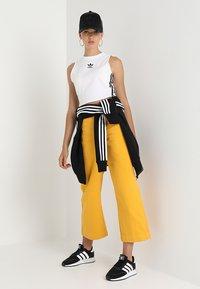adidas Originals - CROP TANK - Linne - white - 0