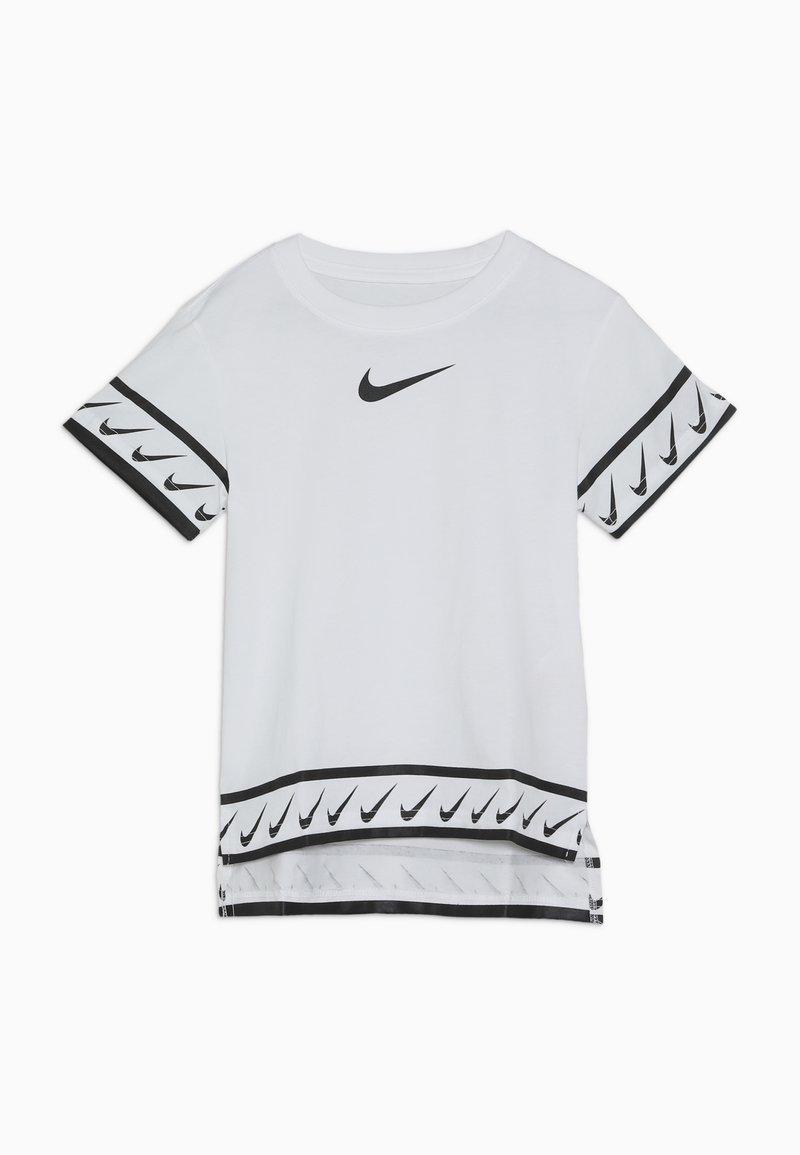 Nike Performance - TEE STUDIO - T-shirt med print - white