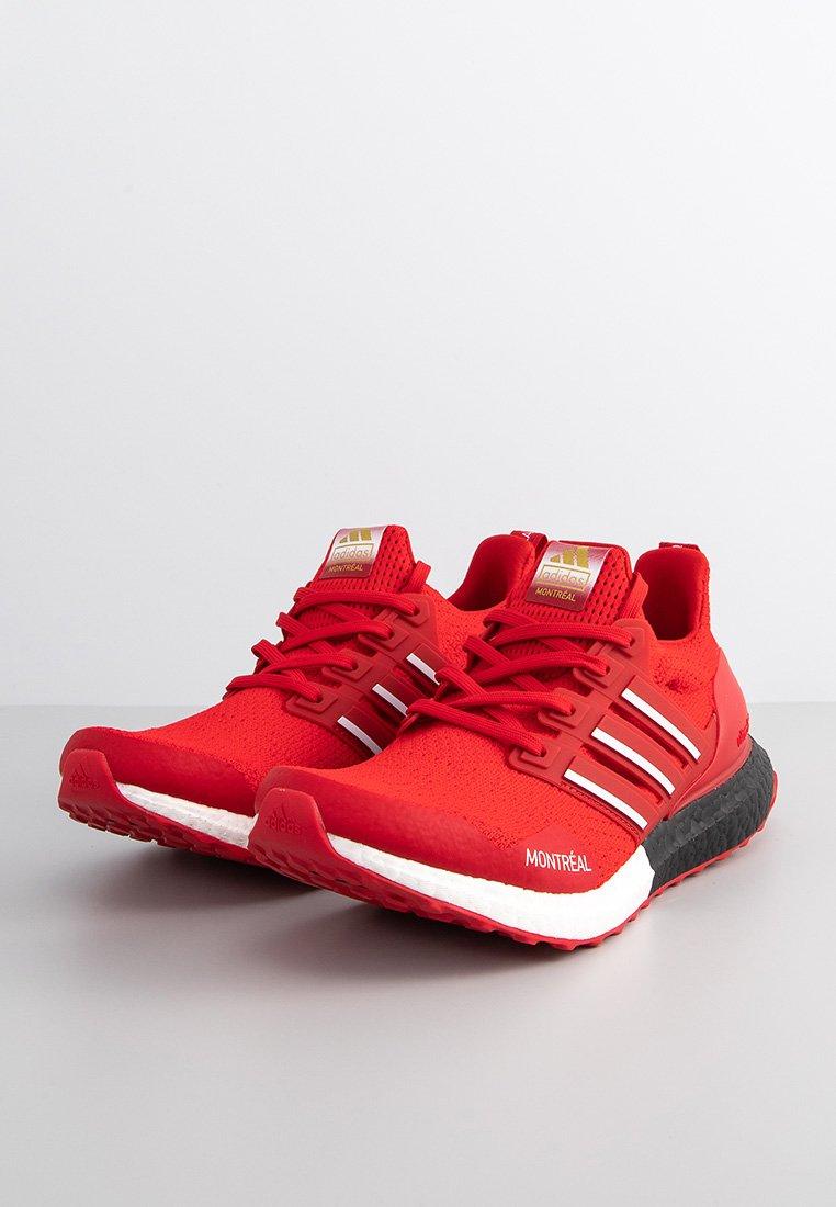 Adidas Ultraboost, color rojo